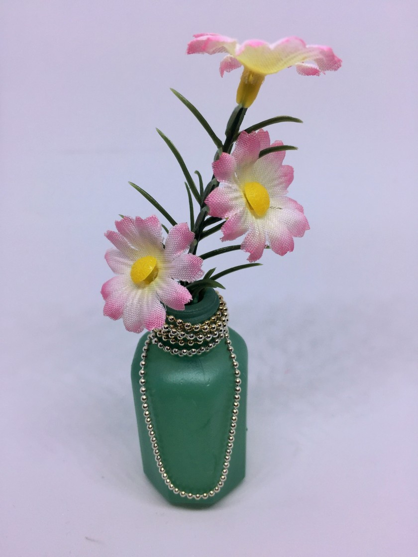 Diy use empty perfume bottle as vase for fridge or at the office use an empty perfume bottle as a vase paint it and add a magnet to use on fridge or at the office add necklace chain and flowers to decorate reviewsmspy